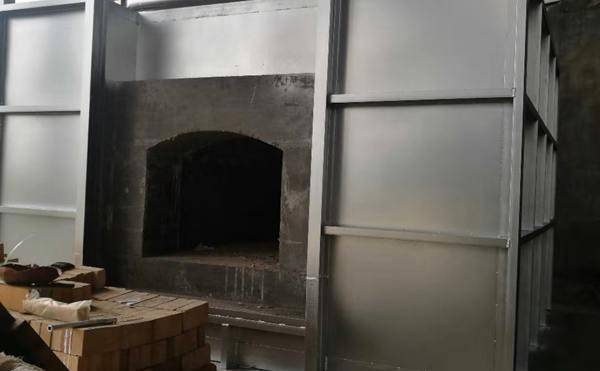 施工中的室式锻造炉